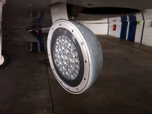 Hercules-Landing-Light-Cessna402C-02