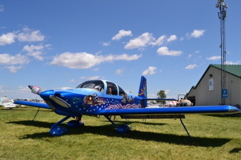 Aveo ZipTips at Oshkosh and One Great Aircraft Paint Job!