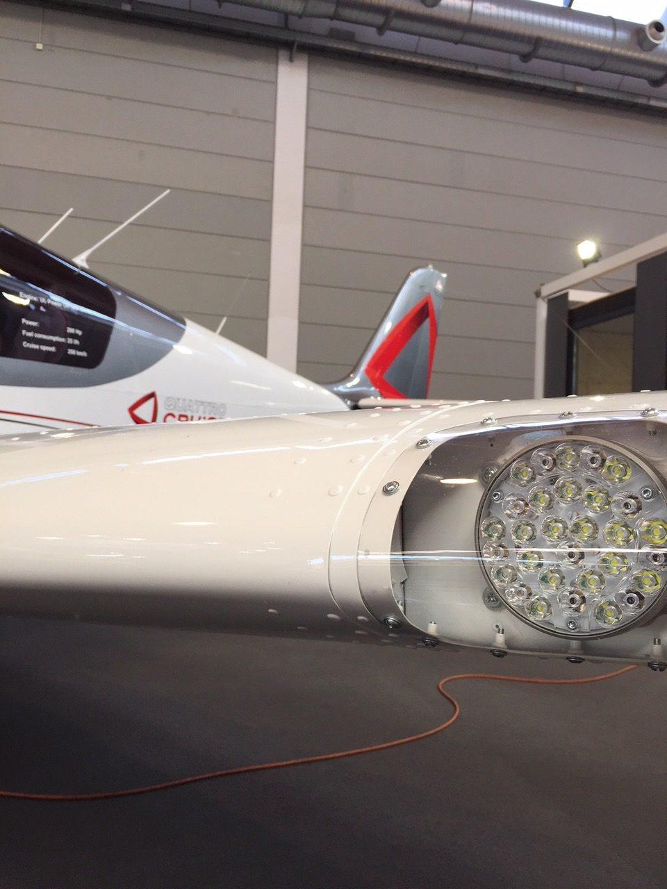 Aero Friedrichshafen Aveo Landing-Taxi Lights